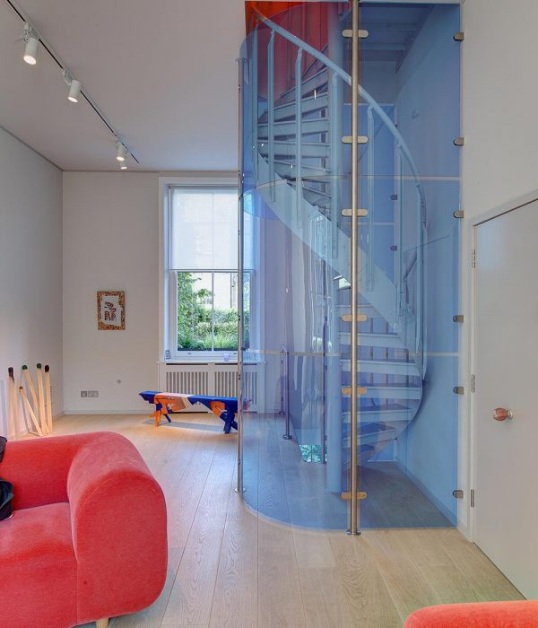 Camu_and_Morison-A_gallery_in_London (1)