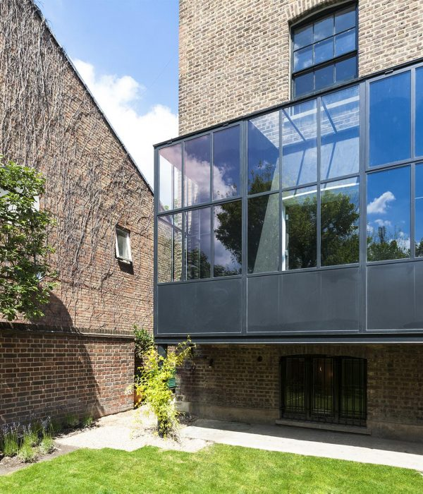 Camu_and_Morrison-A_grade_1_house_in_south_London (1)