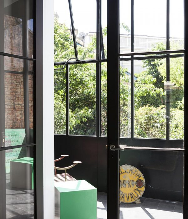 Camu_and_Morrison-A_grade_1_house_in_south_London (12)